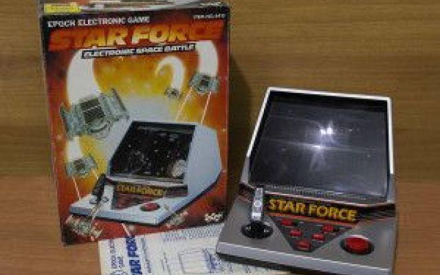Star Force, sparatutto spaziale Star Force e' il gioco elettronico prodotto da Epoch nel 1984. Un'avvincente battaglia contro gli alieni che si svolge nella galassia. Lo scopo e' distruggere la base nemica. Il concorrente  al comand #giocoelettronico