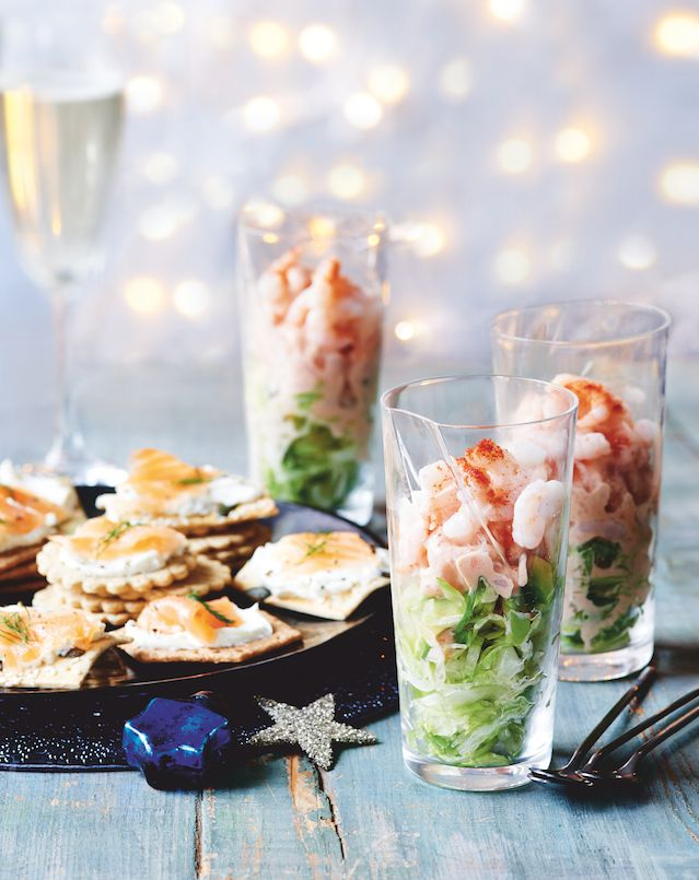 Party food mini prawn cocktails and smoked salmon for Mini prawn cocktail canape