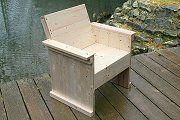 DIY-Bauanleitung für einen Sessel oder eine Sitzbank aus Holz für eine Outdoor-Lounge im Seebad-Stil