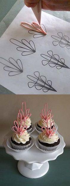 Man könnte zum Marinethema gut Anker daraus machen DIY Cupcake Toppers Made of Chocolate