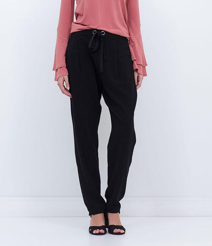 Calça feminina  Pijama  Com recorte frontal  Marca: Cortelle  Tecido: Crepe  Composição: 97% poliéster, 3% elastano  Modelo veste tamanho: 36     Medidas da modelo:     Altura: 1,73   Busto: 80  Cintura: 60  Quadril: 90       COLEÇÃO INVERNO 2016     Veja outras opções de    calças femininas.