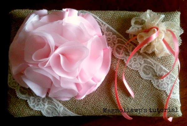 Cuscino per fedi in stile rustic-chic, by Magnolia