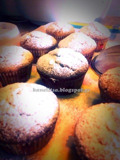 Και στην κορφή κανέλα ...: Cupcake με Αχλάδι