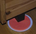 Med disse møbelflytterne er det enkelt og selv flytte tunge møbler. Det kommer åtte flyttere i hver pakke, fire store og fire små. De har en svært glatt flate under, slik at møblene kan dyttes med minimal kraft. Flytterne passer både seng-, sofa- og stolben.