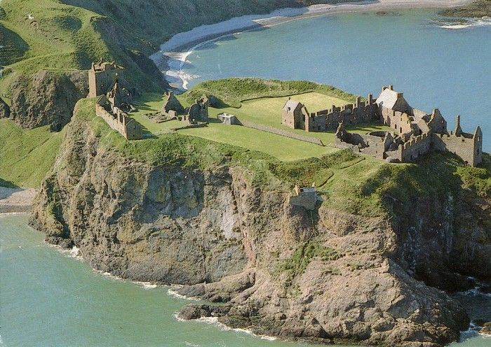 Dunottar Castle is one of top 15 Scotland tourist attractions.