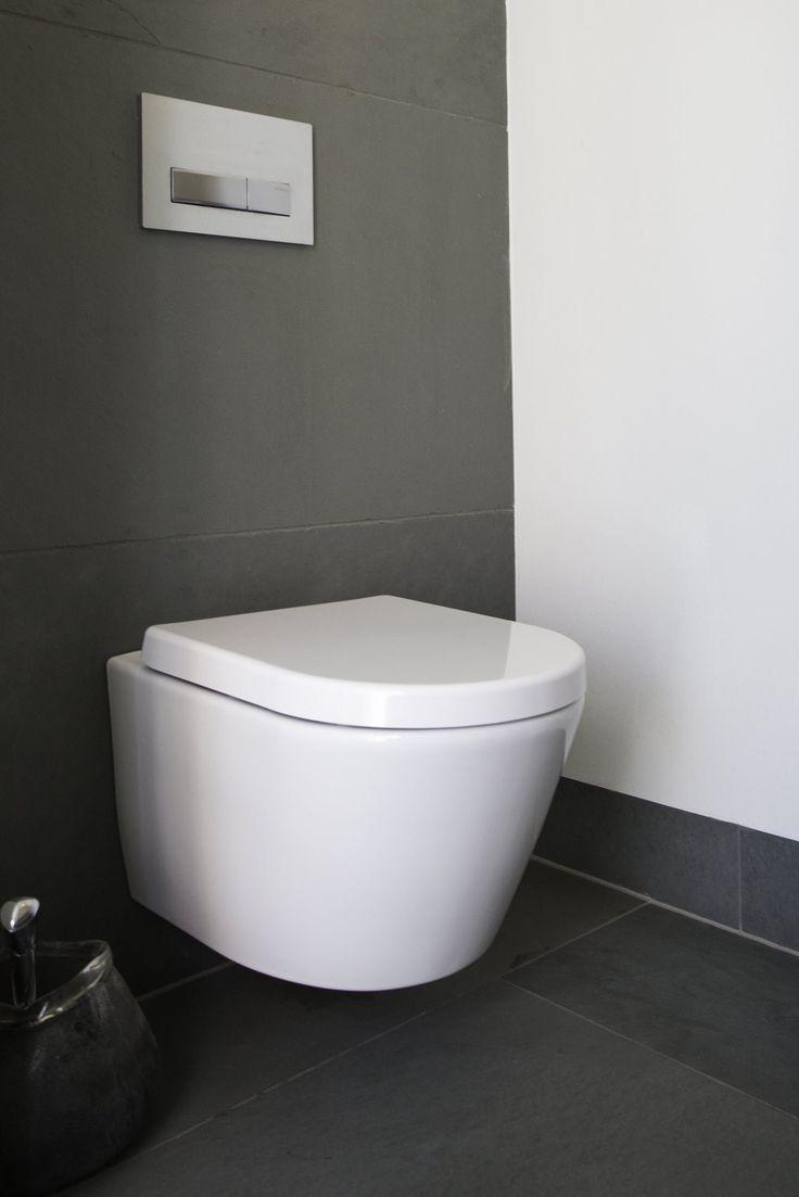 Toilet met wandtegels van natuursteen - leisteen Himalaya Grey via Nibo Stone