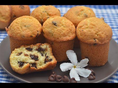 Маффины — блюдо английской и американской кухни. Это маленькие порционные кексы, которые бывают как со сладкой начинкой (ягоды, крем, конфитюр, орехи, сухофр...