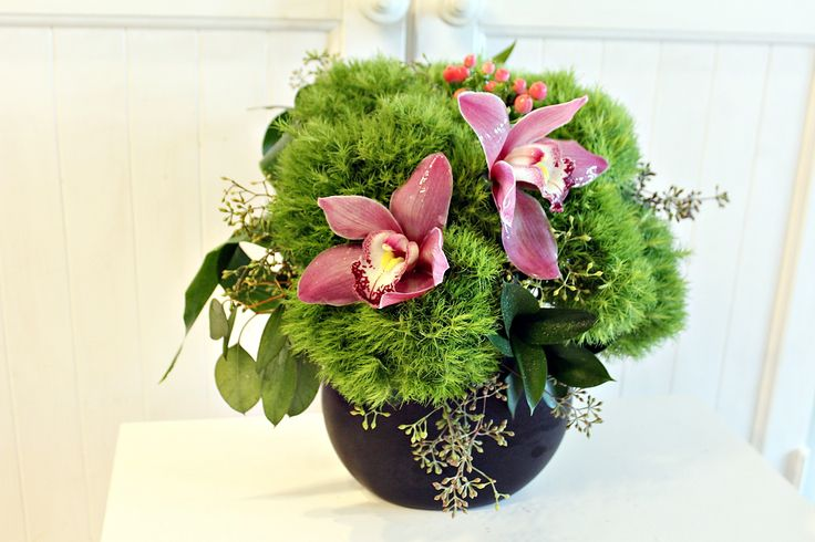 contemporary flower design ~ flowers delivery Chicago ~ www.flowersbygeo.com ~ luxury flowers Chicago