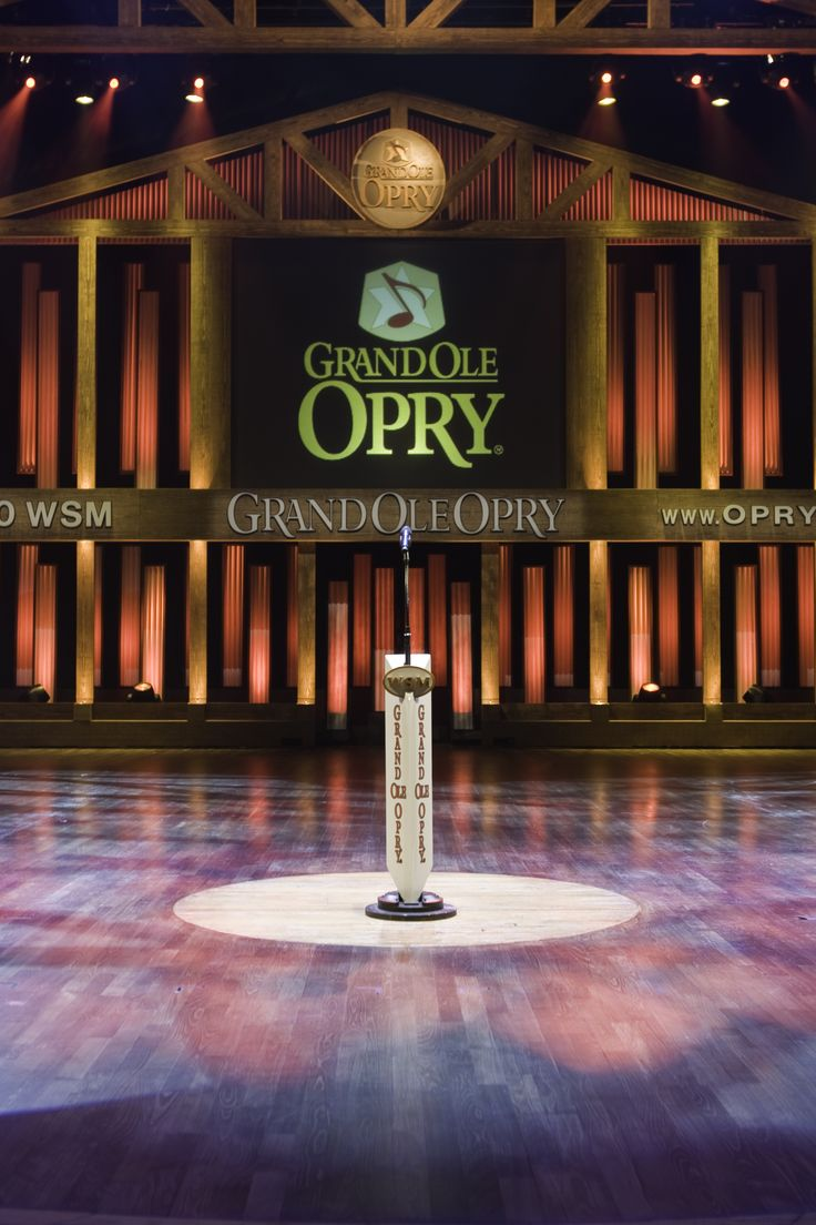 Scarlett has her first performance at the Grand Ole Opry in Season 1, which Gunnar missed.