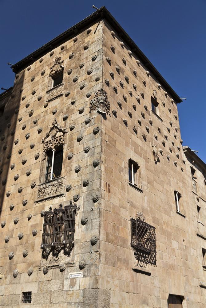 Salamanca. Casa de las Conchas.