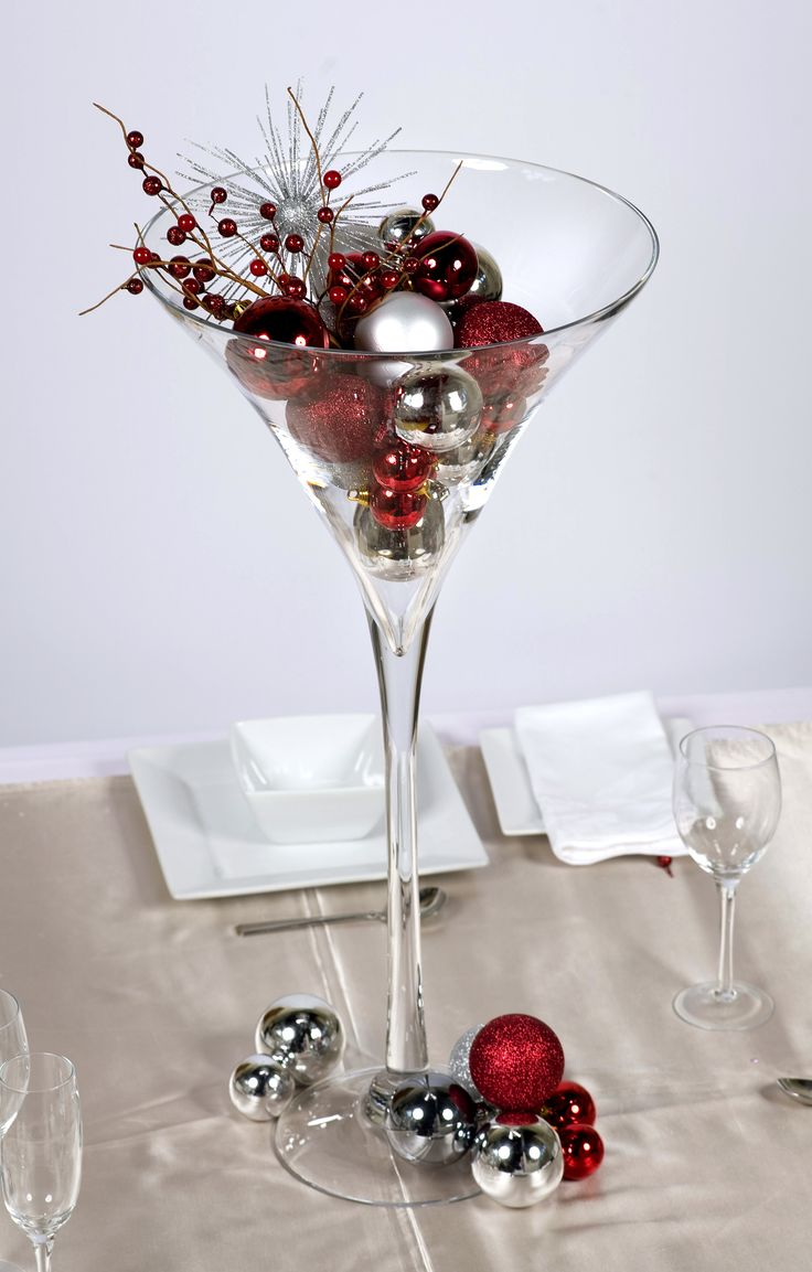Christmas centrepieces christmas spirit pinterest for Decoration vase martini