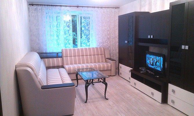 За 850$/мес сдается уютная 3-комнатная квартира в тихом историческом центре Киева (Франко, 3). Светлая комфортная смежно-раздельная квартира на 2 этаже 9-этажного кирпичного дома. Современный ремонт, мебель, кухня со встроенной бытовой техникой. В квартире: спальня со своим балконом, гостиная, детская-кабинет. Кухня также с выходом на балкон (холодильник, посудомоечная машина, микроволновая печь), с/у (душ-кабина, биде, бойлер, стиральная машина). Прихожая, три встроенных шкафа-купе…