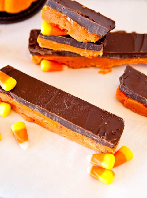 Butterfinger Bars (No Bake, Vegan & GF options) - Make in less than 5 minutes in the microwave averiecooks.com