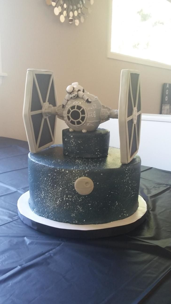 I made a Tie Fighter cake - Album on Imgur