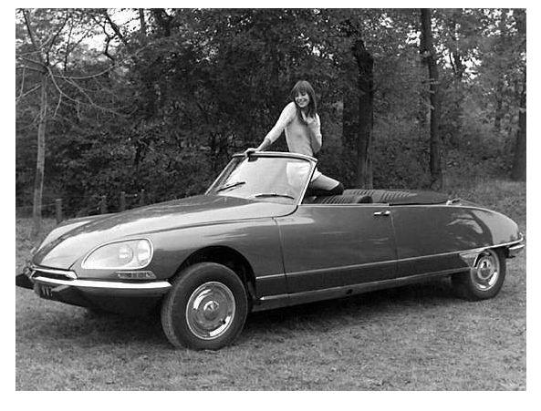 Jane Birkin Zittend In Een Citroën DS 21 Cabriolet, Eind Jaren U002770. Http
