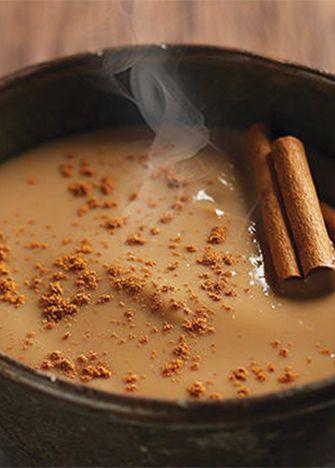 Prepara un delicioso atole de café y canela para esos días fríos que buscamos algo calientito. Es muy fácil y práctico de preparar.