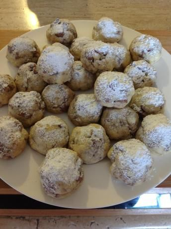 Nestle Crunch Snowball Cookies - great for leftover Halloween candy!