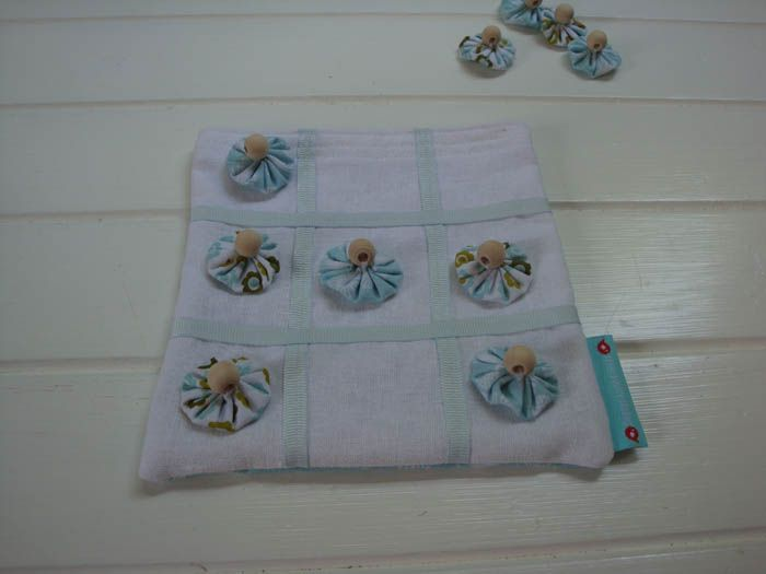 Blue & White Flowers Noughts & Crosses Game