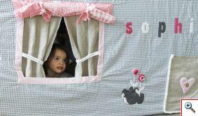 Tafeltent, idee voor de ramen. Gordijnen en nog een extra 'luifel'  Mooie kleuren en bloemen
