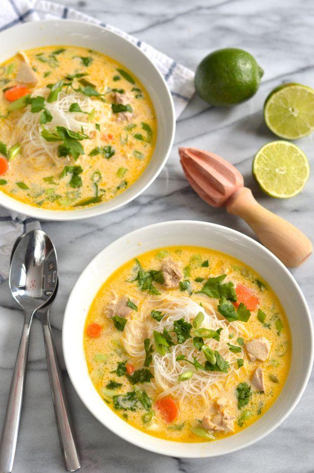 Soupe de poulet thai style avec des nouille ... Vive les repas asiatiques !!