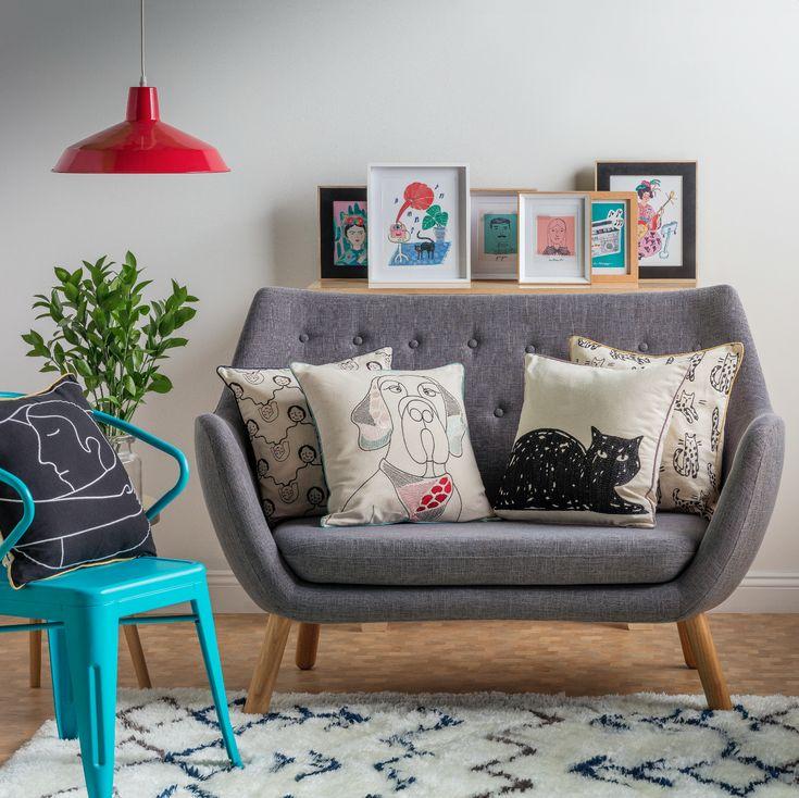 Sorpréndete con nuestra variedad de modernos diseños en cojines para tu sala de estar. Son el complemento ideal para tu hogar.