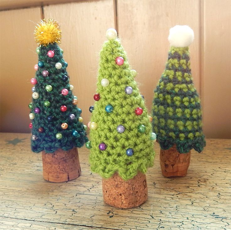 We're getting so close to Christmas now and I'm finally starting get into the festive mood, helped along splendidly by this little troop of winter wine cork cosies!I had just as much fu…