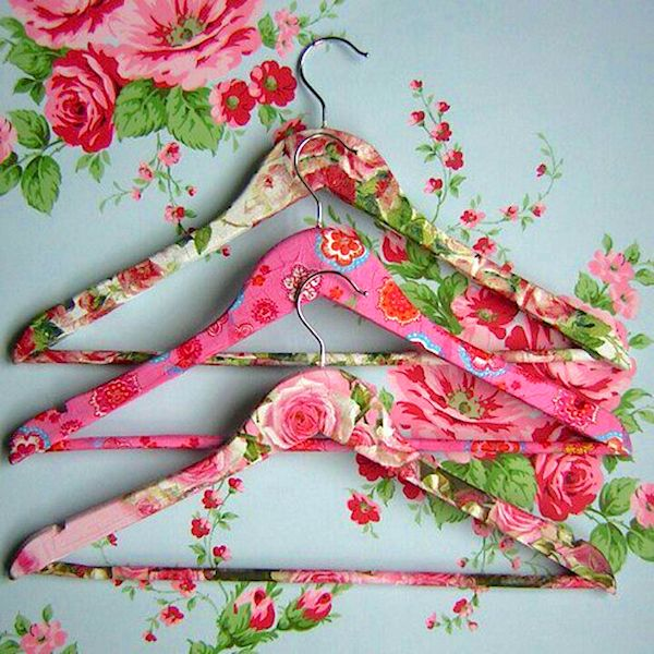DIY DECOUPAGE IDEAS: fabulous #floral clothes hangers for the #closet using fabric + #modpodge