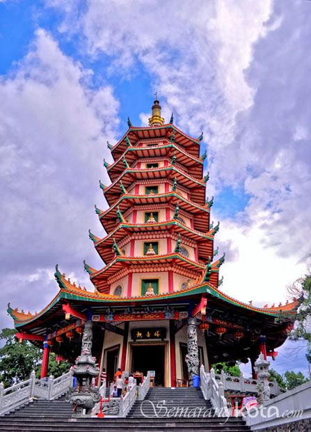 Vihara Buddhagaya – Vihara Tertinggi di Indonesia : http://semarangkota.com/semarang-data/tempat-ibadah/vihara/vihara-buddhagaya/