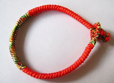 Crafts Tutorial On String Bracelet Making • Free tutorial with pictures on how to make a braided bracelet in under 80 minutes