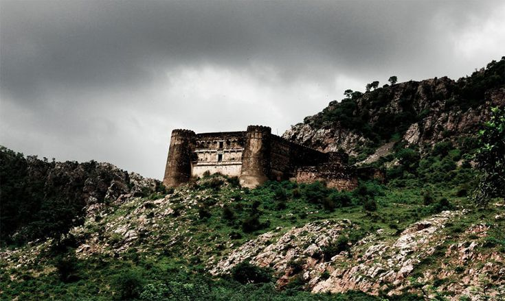 5 Most Haunted Tourist Places in India - (http://tripoutlook.com/5-most-haunted-tourist-places-in-india/) #travel - If you love your share of spook, then why just stay content with horror films and Poe's stories? India itself is a treasure house of some bone-chilling places. Just a one day trip would suffice and if you are lucky, you may come face to face with some of our dear, departed friends! Here are some ...