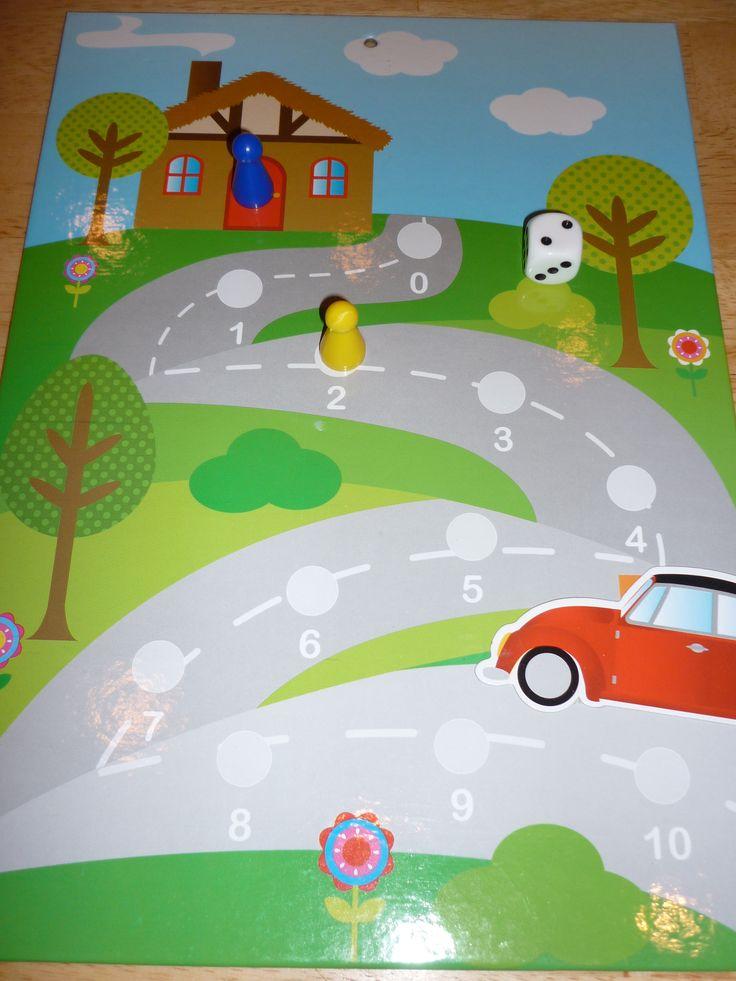 Dobbelspel: beloningsbord gekocht bij Action en omgetoverd tot bordspel. Welke pion is vanuit huis het eerst bij de auto?