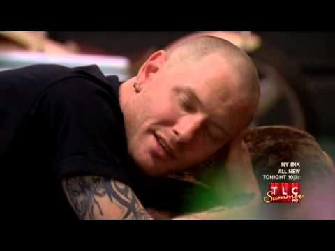 Corey Taylor make a tattoo on NY Ink. He's crying...