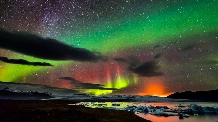 Mléčná dráha, polární záře a erupce sopky Bárdarbung se pohromadě hned tak nevidí.
