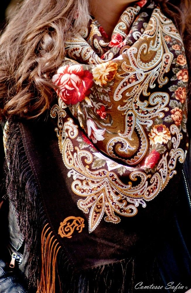 The best scarves of the world is using in Turkmen people