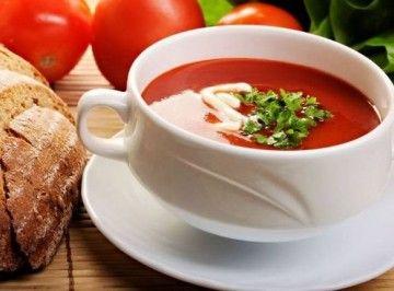 İftarda bir tabak çorba bulunması adettendir.  Kremalı Domates Çorbası