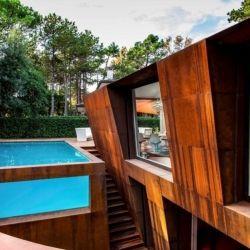 This is a beautiful construction, designed by Lanfranco Pollini in Lignano Pineta, arco del libeccio. Italy.