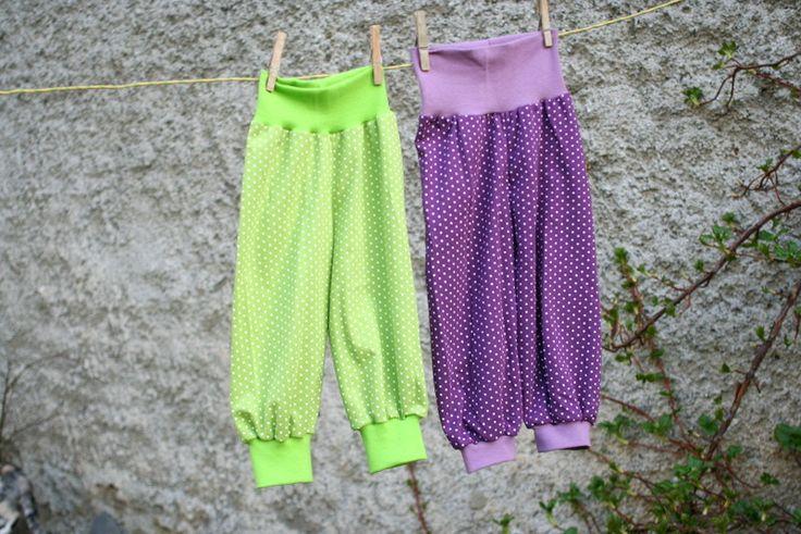 prdelačkoturky zelené vel74/80 Kalhoty z jednolíceho upletu, vzadu s všítým klínkem, vhodné na látkovou plenku. Volný střih, vhodné na léto. Zelené Složení pruhy 100%balvna, náplet 96%bavlna4%elasten možno ušít i v jiných velikostech