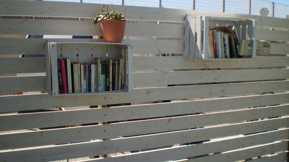 Libreria mensola con cassa per frutta di CreativeGardenStore