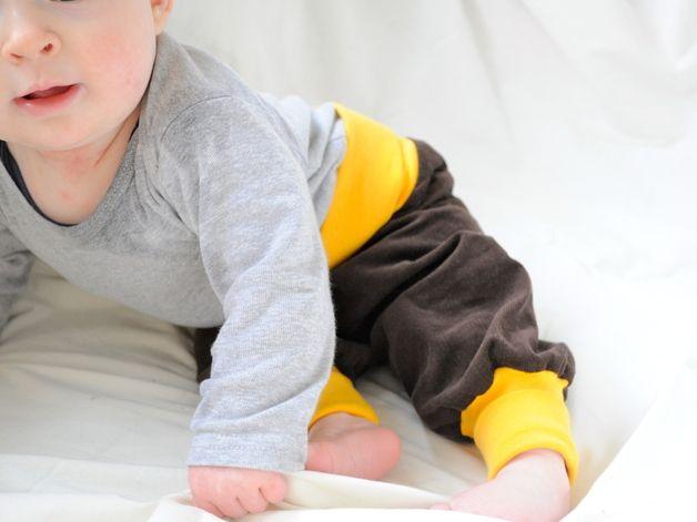 Baby Baggyhose Bio, Pumphose brauner Cord