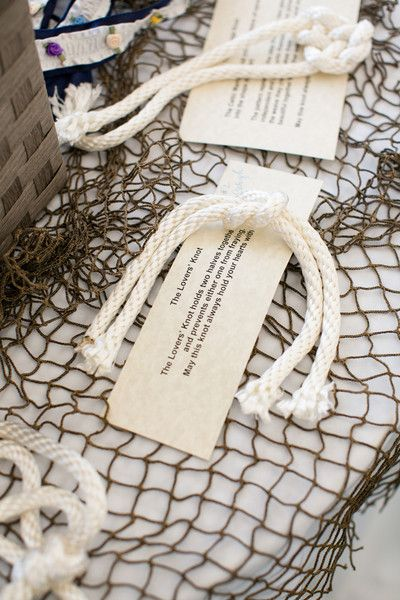 Obsessed with this lovers' knot wedding favor! So cute! {Candace Jeffery Photography}