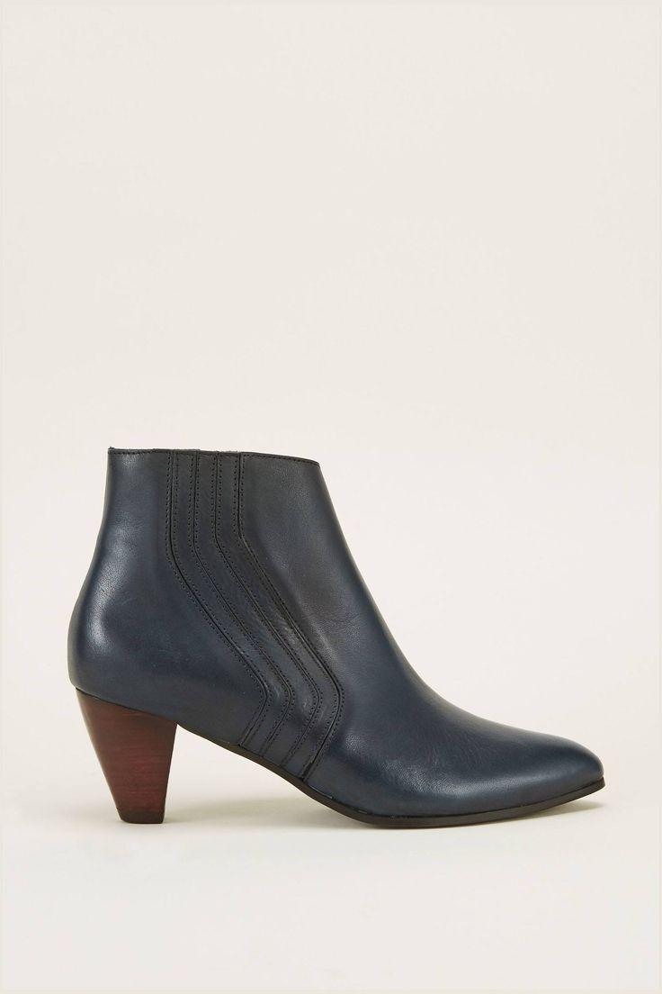 Boots Anonymous Copenhagen; bottines marine en cuir suédé