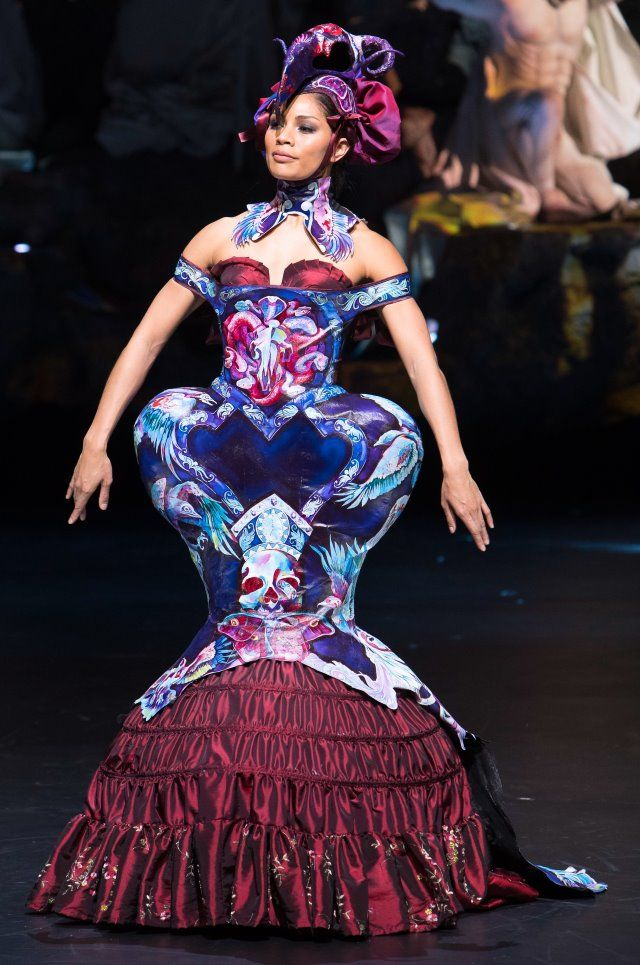 Lucire » Gillian Saunders takes top honours at 2016 World of Wearable Art Awards' Show, with Supernova
