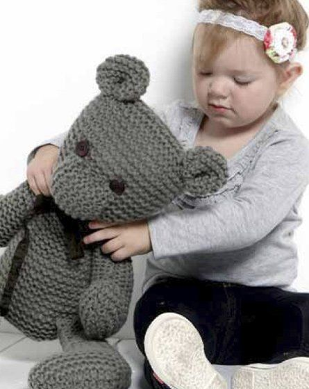 Benjamin Teddy - Free Knitting Pattern - Direct PDF File here: http://www.spotlight.com.au/site_media/projects/2445_moda_vera_filo_grande_web_ps.pdf
