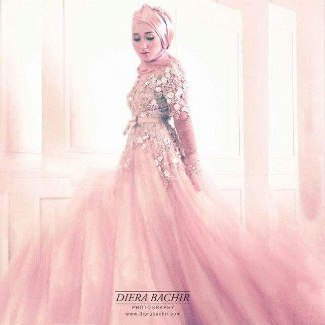 Dian pelangi wearing beautiful liar by ivan gunawan
