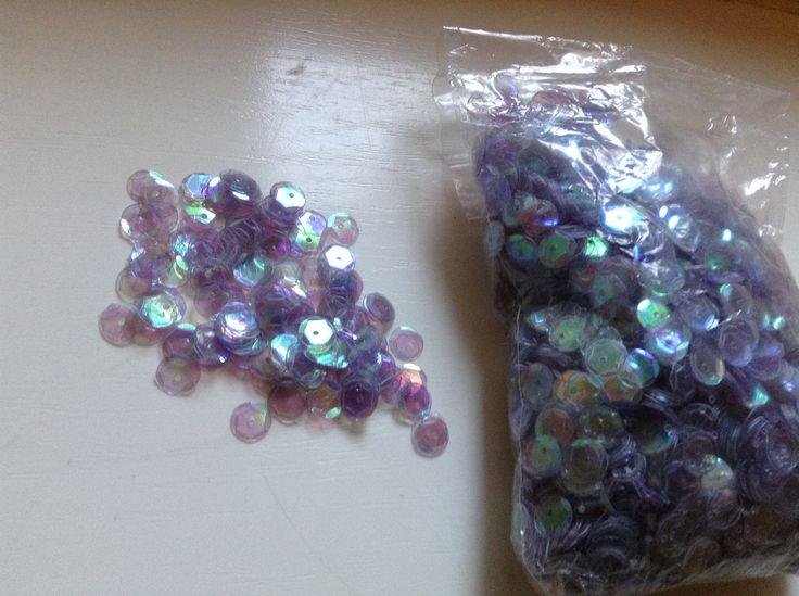 Varrható flitterek 5 grammos kiszerelés, nagyon szép színjátszós  3 csomag - 450 Ft / 15 gramm  Postázom minden formában!