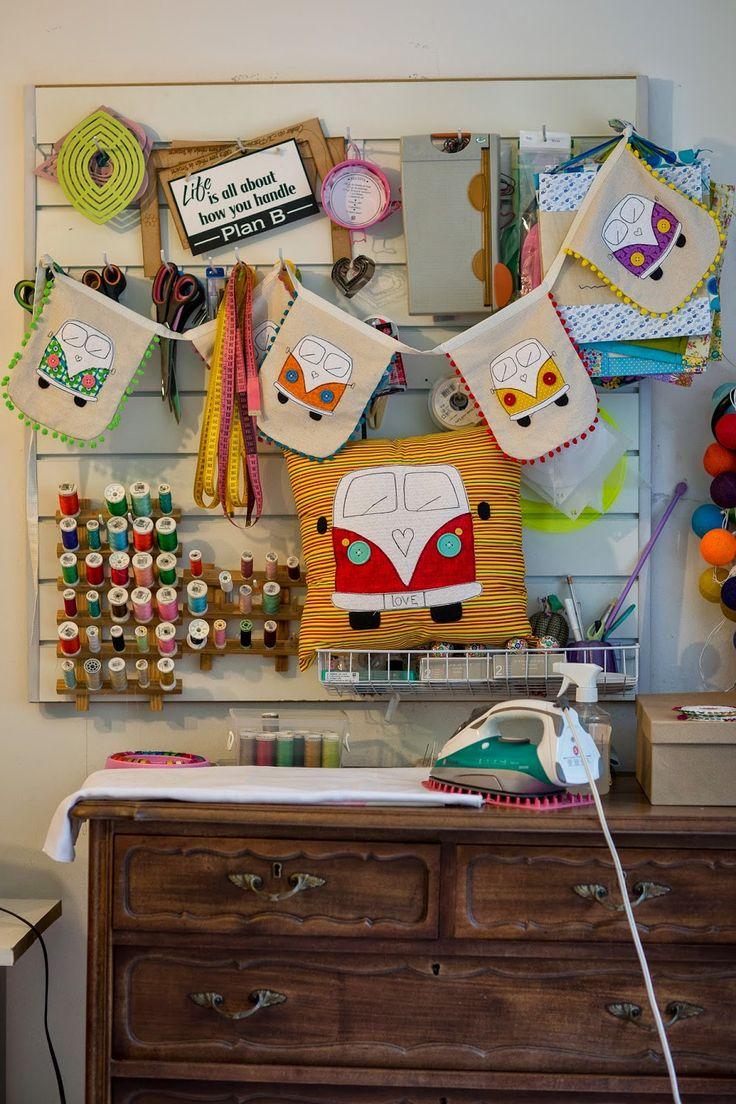 almofadas e bandeirolas de kombi lugastal
