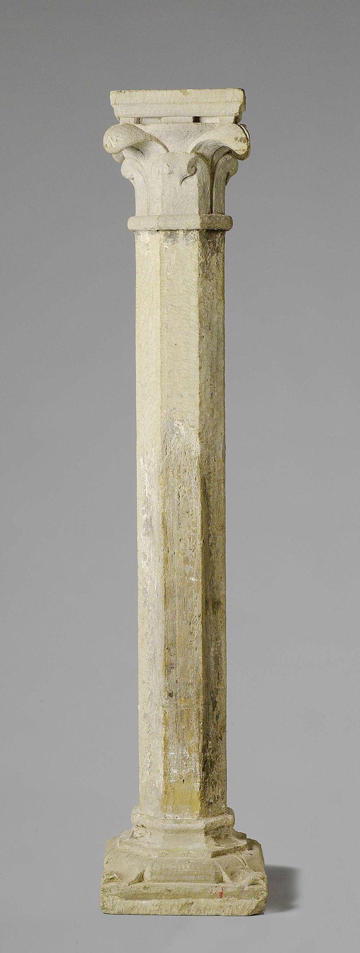 anoniem | Stenen zuil, afkomstig uit collectie Lanz., c. 1250 | Een zuil van zandsteen met achtkantige schacht. Een achtkantig holkeelprofiel leidt over naar de vierkante basis, waartussen nog een achtkantig kussen met hoekbladeren. Het achtkantig kapiteel heeft twee rijen van vier krullende bladeren en gaat vervolgens over in een vierkante dekplaat. Overgang van romaans naar gotisch. Bij de zuil horen drie gelijke zuilen (BK-15334-A, BK-15334-B en BK-15334-D).