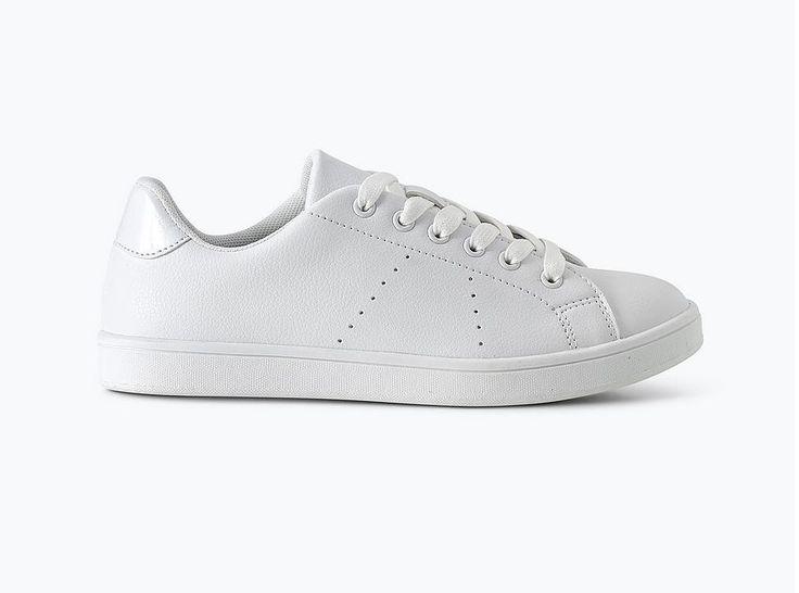 Sneakers i ulike farger og modeller er ut. en tvil det fottøyet jeg bruker mest – de er både komfortable og fine og passer egentlig til det meste. I alle fall hvis man har en litt sporty, cas…