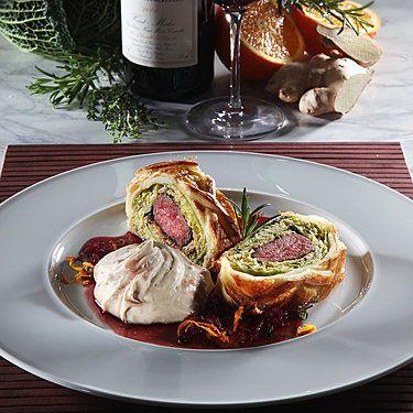 Lammrücken-Wirsing-Pastete mit Maronenpüree und Johannisbeersauce