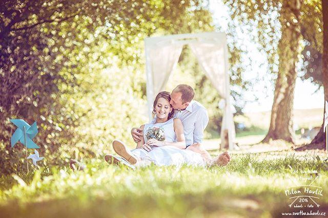 Protože včerejší fotka Míši a Radka měla poměrně velký úspěch, přidám dneska ještě jednu... #svatba #wedding #svatebnifoto #weddingphoto #svatebnifotograf #weddingphotographer #czechwedding #czech #czechphotographer #czechweddingphotographer #nevesta #zenich #vodna #kamenice #kamenicenadlipou #priroda #svatebnifocenidoma #svatbazabarakem  #mamsvojipracirad #fotiltomilan  Více svatebních fotek najdete na: www.instagram.com/mhavlifoto